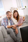 Smilinh couple at home — Stock Photo