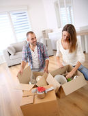 Couple moving in new home — Stock Photo