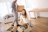 Couple moving in new home — Foto de Stock