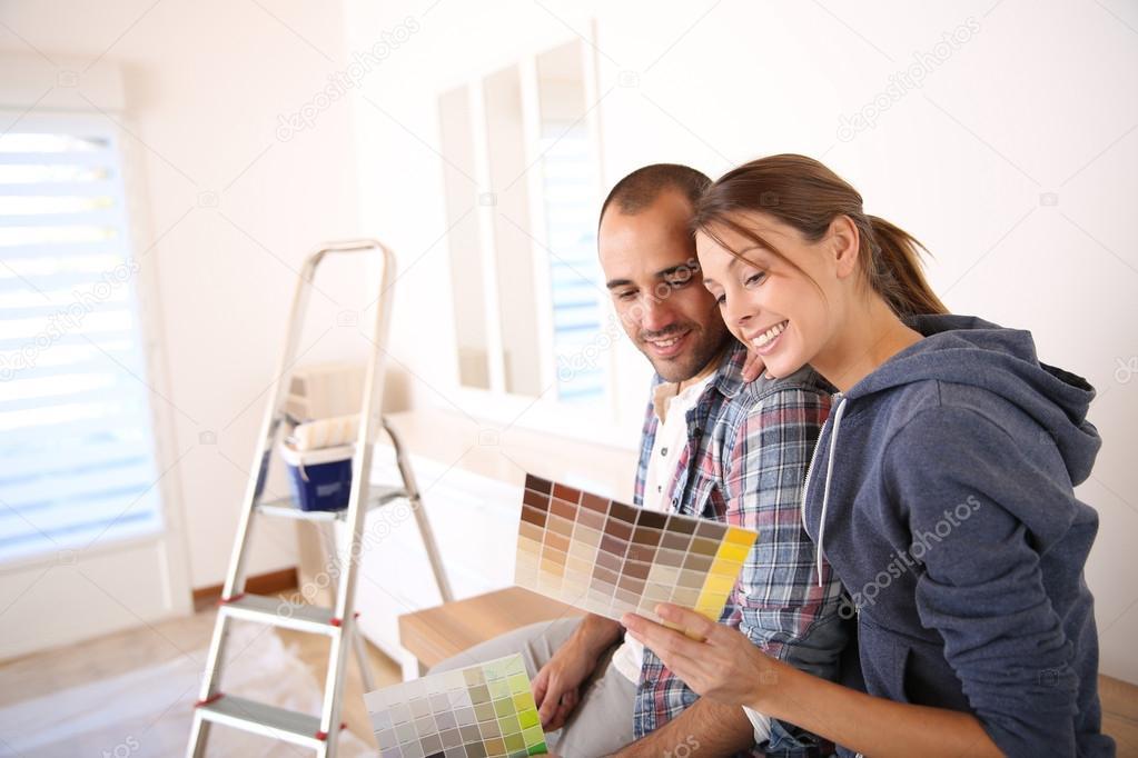 par elegir color para las paredes u foto de stock