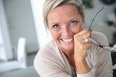 Smiling mature woman — Stockfoto