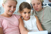 Kids listening to music — Stock Photo