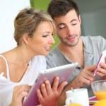 Couple reading news — Stock Photo #38960547