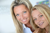 Mother with teenaged daughter — Stock Photo