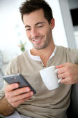 Man connected on smartphone — Stock Photo