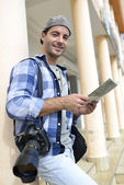 Photo reporter looking at street map — Stock Photo