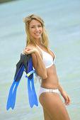 Femme avec costume de plongée en apnée — Photo