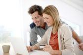 Couple buying on internet — Stock Photo