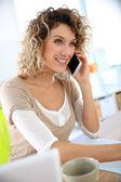 Saleswoman talking on the phone — Stock Photo