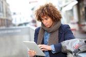 Man using digital tablet — Stock Photo