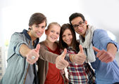 Students showing thumbs up — Foto Stock