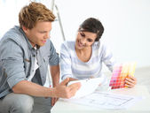 Couple choosing wall paint colors — Stock Photo