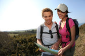 Hikers looking at map — Stock Photo