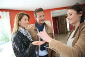 Agent giving house keys — Stock Photo