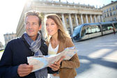 Couple reading map in Bordeaux — Stock Photo