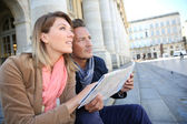 Tourists with map in town — Stock Photo