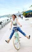 Bicicletta equitazione donna — Foto Stock