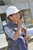 Man using walkie-talkie — Stock Photo