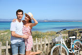 Sweet couple on island — Stock Photo