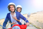 Couple riding moto on island — ストック写真