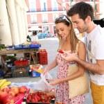 Tourists buying fruits — Stock Photo #47817879
