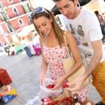 Tourists buying fruits — Stock Photo #47817895