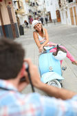 Man taking picture of girlfriend — Stock Photo