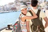 Girl with boyfriend traveling — Stock Photo
