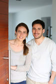 Couple opening door — Stock Photo