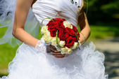 Beautiful wedding bouquet in the hands of the bride — Stock Photo