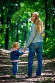 母亲和小宝宝 — 图库照片