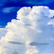 Big cloud in summer blue sky — Stockfoto