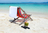 Empty Beach chair on tropical summer beach — Stock Photo