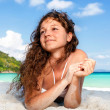 Portrait of a happy young woman posing while on the beach — Εικόνα Αρχείου #20537977