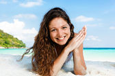 Portrait of a happy young woman posing while on the beach — Stock Photo