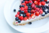 Tart with strawberries and blueberries — Stock Photo
