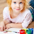 Cute little redhead girl painting. — Lizenzfreies Foto