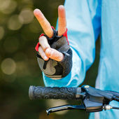 Biker showing victory sign - cycling concept image — Stock Photo