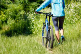 Young woman with mountain bike outdoors. — Foto de Stock