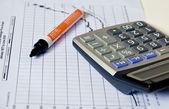 Calculator on paper graph . — Zdjęcie stockowe