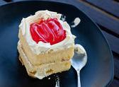 Pyszne ciasto z dżemem truskawkowym — Zdjęcie stockowe