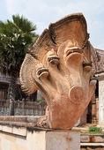 Kambodscha-stil der drachen-statue — Stockfoto