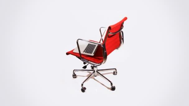 Portátil en una silla — Vídeo de stock