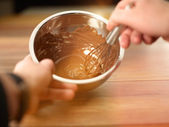 Chef Mixing melted chocolate in the bowl — 图库照片
