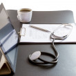 Tablet Pc and Stethoscope on desk — Stockfoto