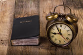 Bible with clock on wood — Foto Stock