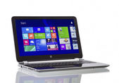 Windows 8.1 på hp pavilion ultrabook — Stockfoto