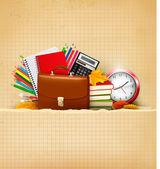 Volver a fondo escolar con útiles escolares y papel viejo — Vector de stock