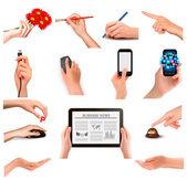 さまざまなビジネス オブジェクトを保持する手をセットします。ベクトル イラスト — ストックベクタ