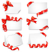 Set of beautiful cards with red gift bows with ribbons. Vector — Stok Vektör